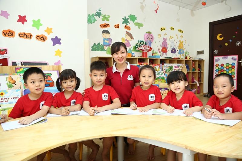 Áo thun cổ sơ mi - Đồng phục giáo viên trường mầm non