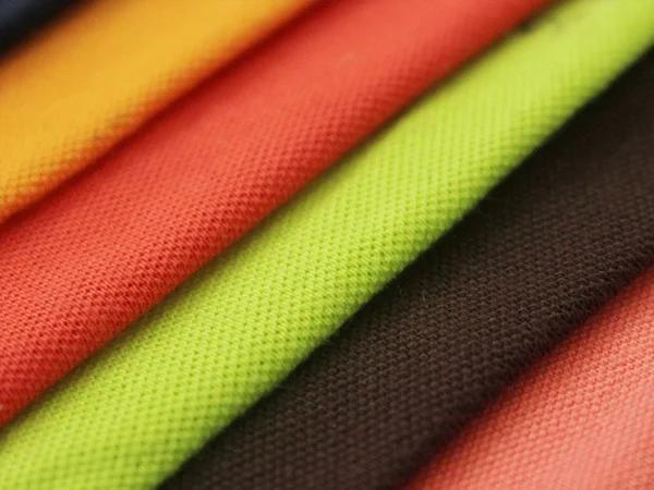 Vải thun cá sấu được sử dụng phổ biến để may áo đồng phục học sinh