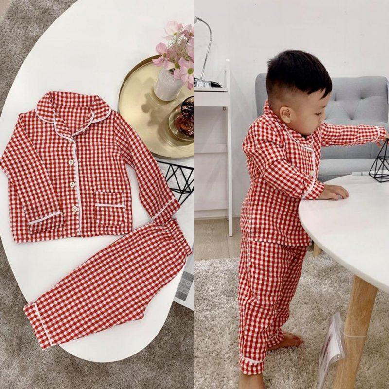 Mẫu pijama cho bé trai caro đỏ nổi bật