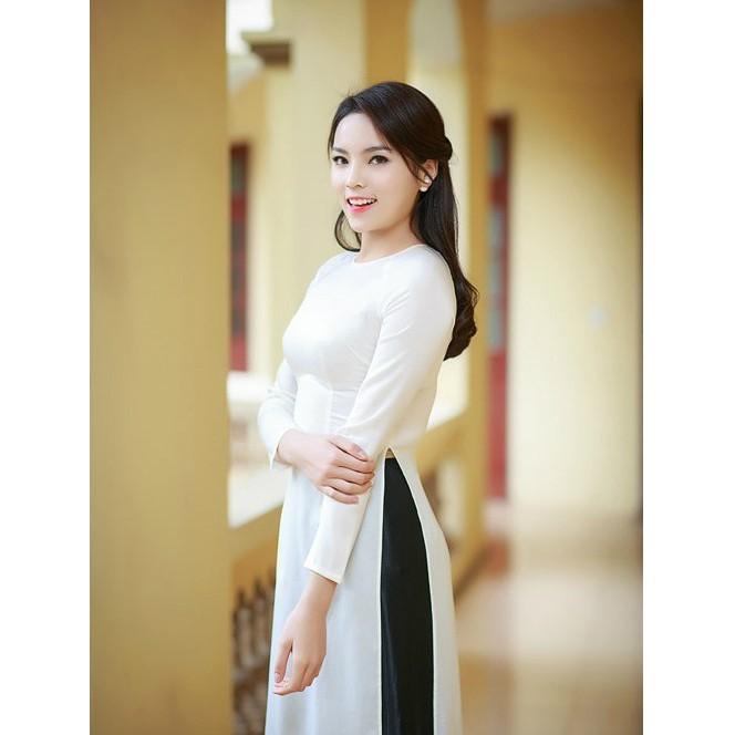 Mẫu áo dài trắng quần đen thích hợp cho những buổi lễ trang trọng