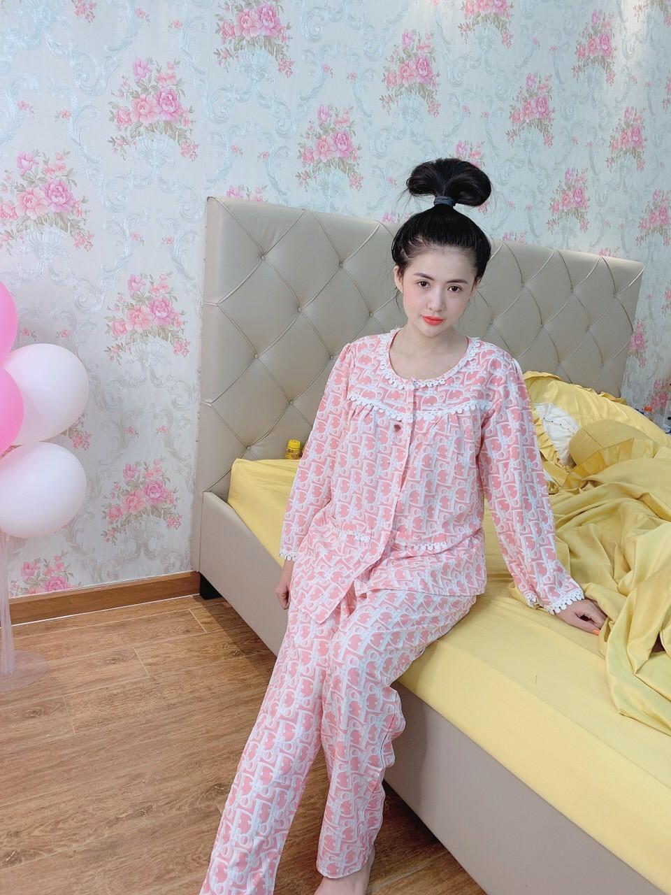 Mẫu đồ bộ mặc ở nhà vải tôn màu hồng