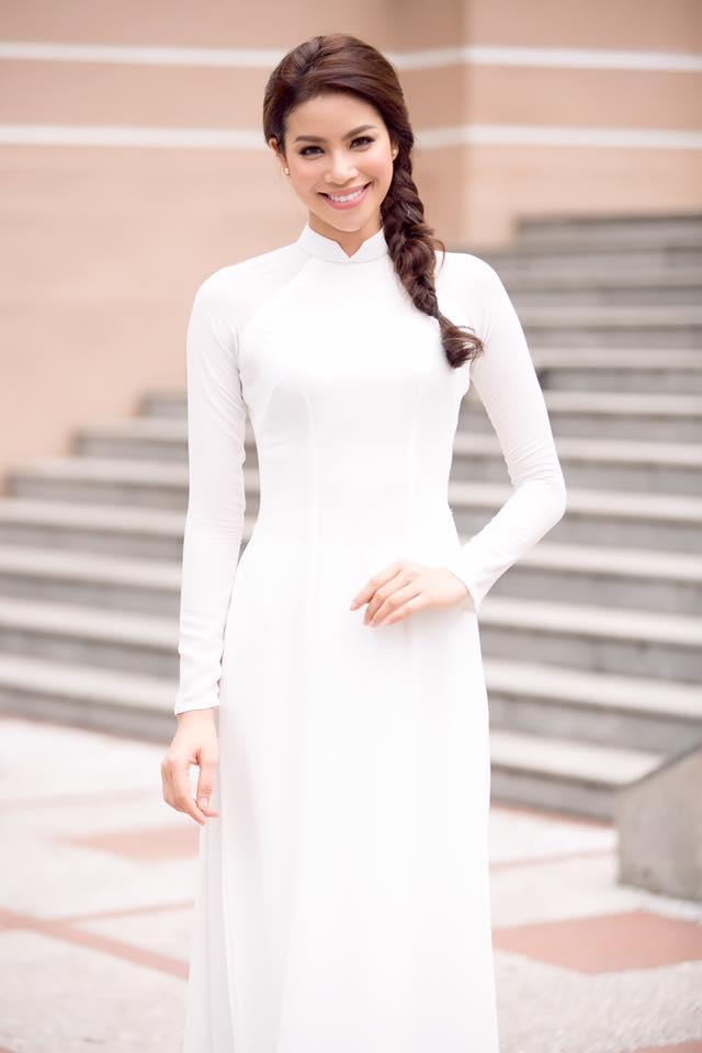 Mẫu tóc bím một bên mặc áo dài trắng